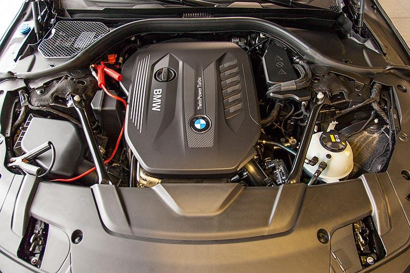 BMW 7er, Reihen-Sechs-Zylinder-Dieselmotor mit 195 kW