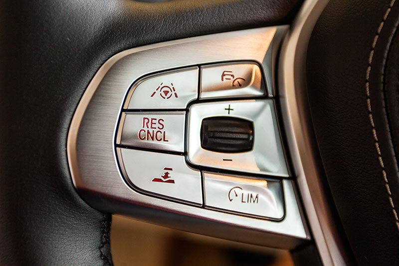 BMW 730d, Tasten im Lenkrad