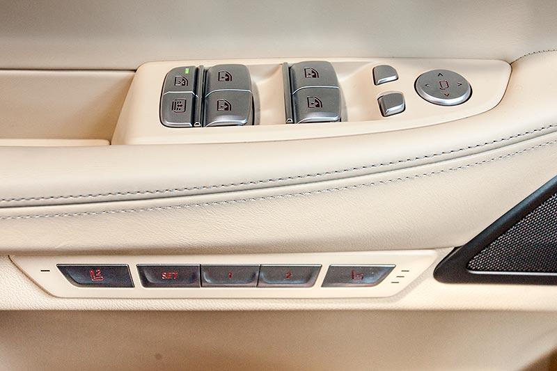 BMW 730d, Tasten in der Fahrertür für Fensterheber, Spiegel- und Sitzverstellung