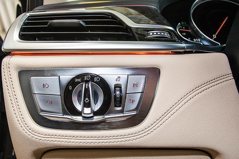 BMW 7er, Tasten rechts vom Lenkrad