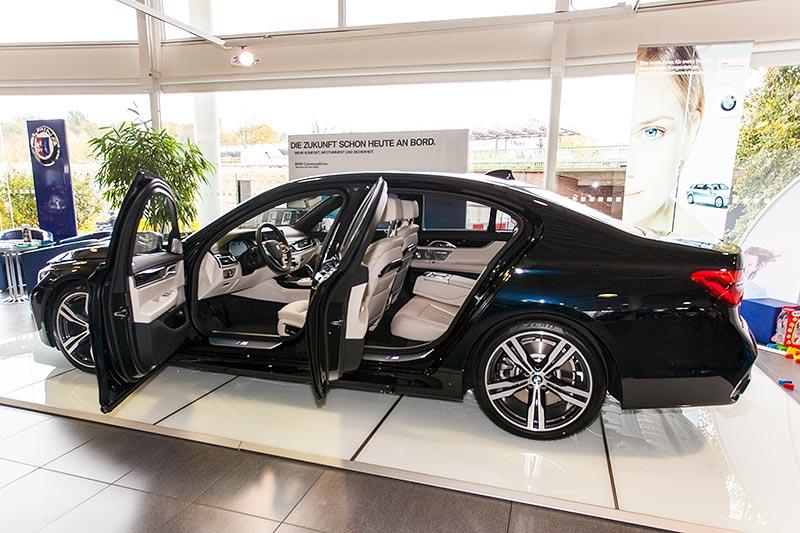 BMW 750i xDrive mit M Sportpaket und Shadowline zum Gesamtpreis von 145.080 Euro