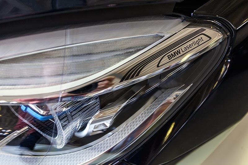 BMW 750i xDrive mit M Sportpaket und Shadowline, BMW Laserlicht