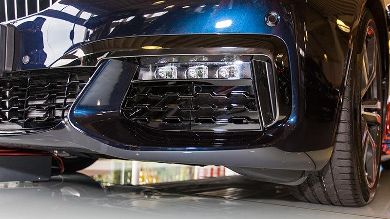 BMW 750i xDrive mit M Sportpaket und Shadowline, M Aerodynamikpaket, LED Nebelscheinwerfer