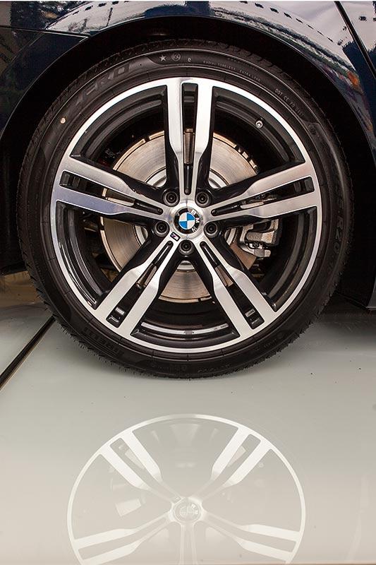 BMW 750i xDrive mit M Sportpaket und Shadowline, 20 Zoll M LMR Doppelspeiche 648 M Bicolor mit MB/NLE