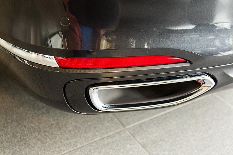 BMW 730d, Auspuffblende