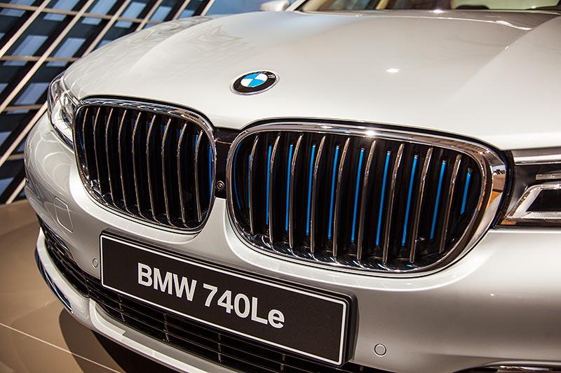 BMW 740Le mit PlugIn-Hybrid, blaue Nierenstäbe deuten auf den Hybridantrieb hin