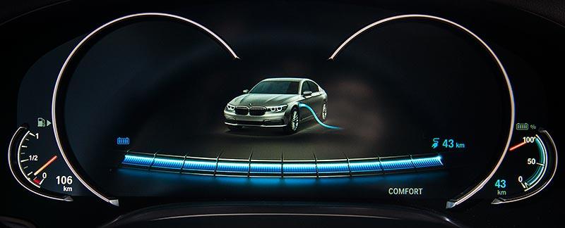 BMW 740Le mit PlugIn-Hybrid, Tachometer: Ladezustandsanzeige