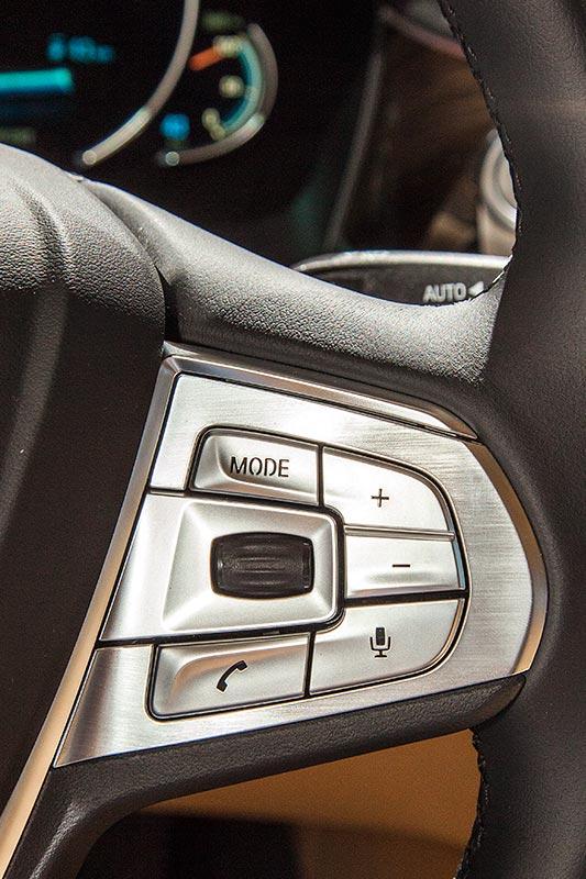BMW 740Le mit PlugIn-Hybrid, Tasten im Lenkrad