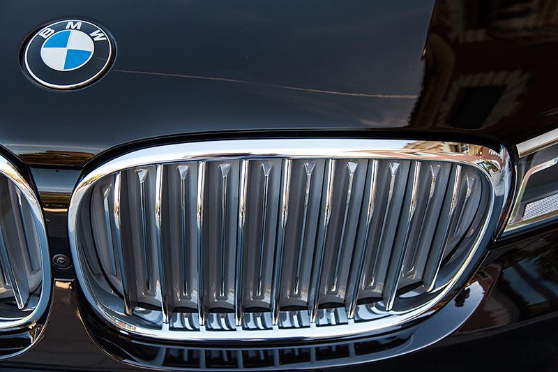 BMW 750Li xDrive Individual, mit Pure Excellence Paket hat die BMW Niere mehr Chromeffekt