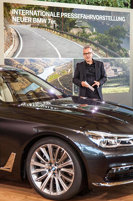 Dirk Arnold von BMW eröffnete die Pressekonferenz
