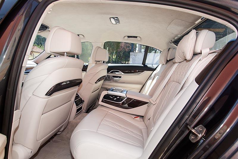 BMW 730d, Sitzbank im Fond