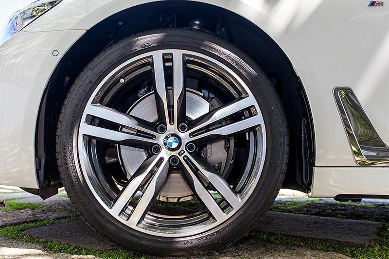BMW 740i mit BMW M Sportpaket, BMW 20 Zoll M Leichtmetall Doppelspeiche 648 M Bicolor