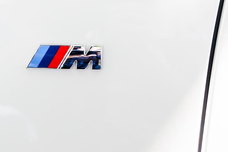 BMW 740i mit BMW M Sportpaket, seitliches M Logo