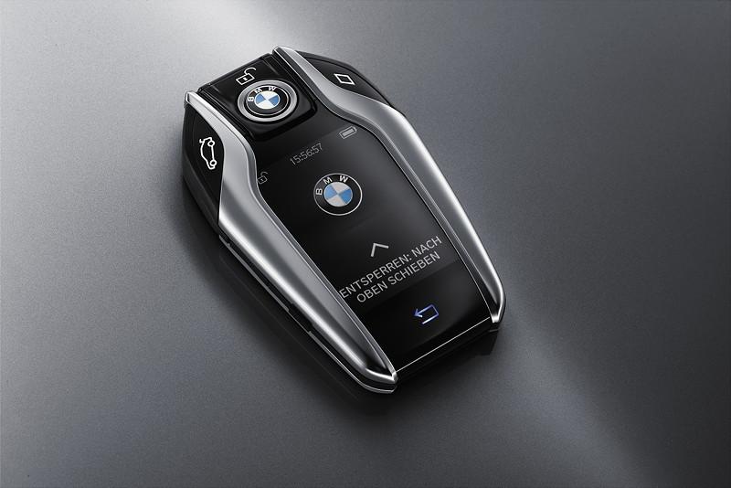 Der neue BMW Displayschlüssel im 7er-BMW.