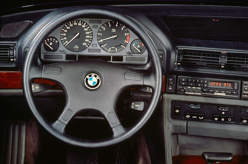 BMW 7er, 2. Generation: Modell E32, Interieur
