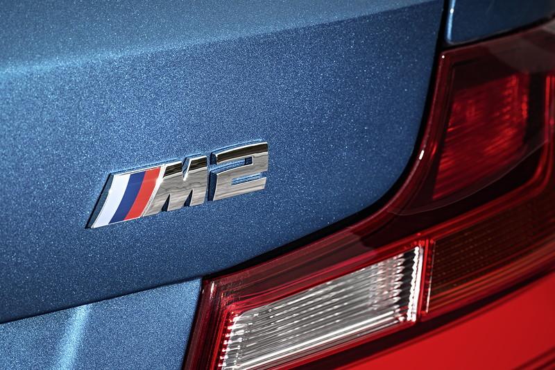 BMW M2, Typbezeichnung am Heck