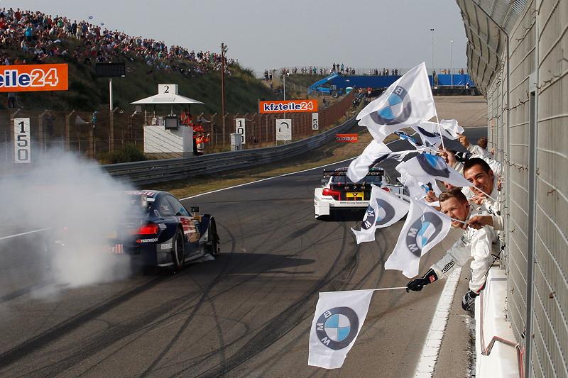Zandvoort (NL) 11. Juli 2015. BMW Motorsport, Rennen 7, Antonio Felix da Costa (PT) im Red Bull BMW M4 DTM und Gewinner Marco Wittmann (DE) im Ice-Watch BMW M4 DTM, BMW Team RMG.