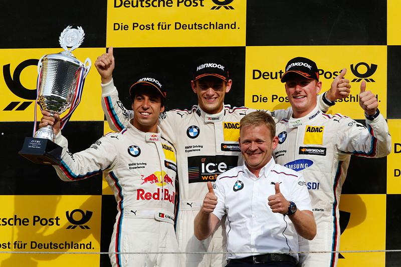 Podium in Zandvoort: 2. Platz Fahrer Antonio Felix da Costa (PT), Gewinner Marco Wittmann, Stefan Reinhold Team Chef BMW Team RMG und 3. Platz Fahrer Maxime Martin (BE).