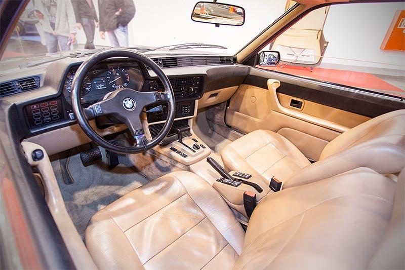 Foto: BMW M5 (E28), die erste Generation M5, auf dem Charles Classic ...