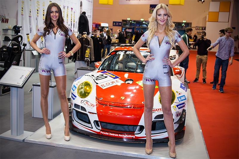 Messegirls auf dem Stand von KW automotive GmbH, Essen Motor Show 2015