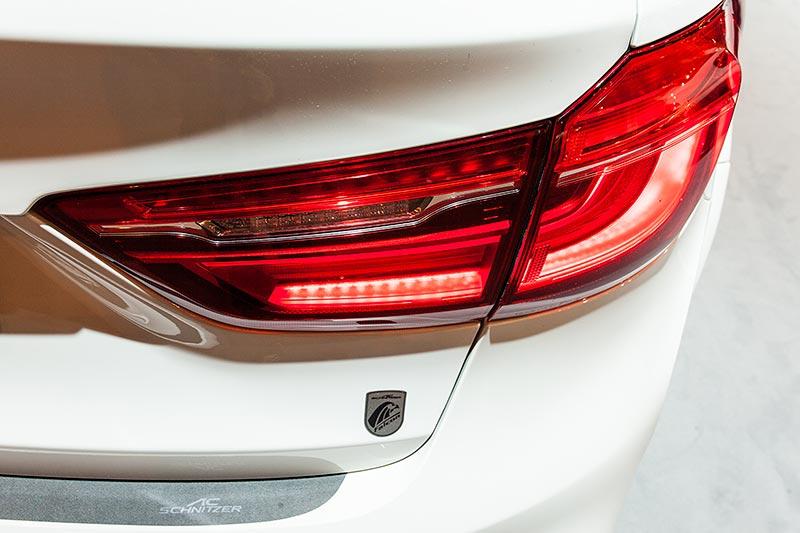 BMW X6 FALCON by AC Schnitzer, FALCON Vitro-Emblem unterhalb des Rücklichts