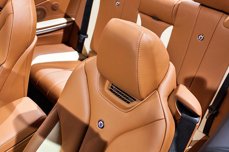 IAA 2015: Alpina D4 BiTurbo Cabrio, Sitze mit Alpina Logo