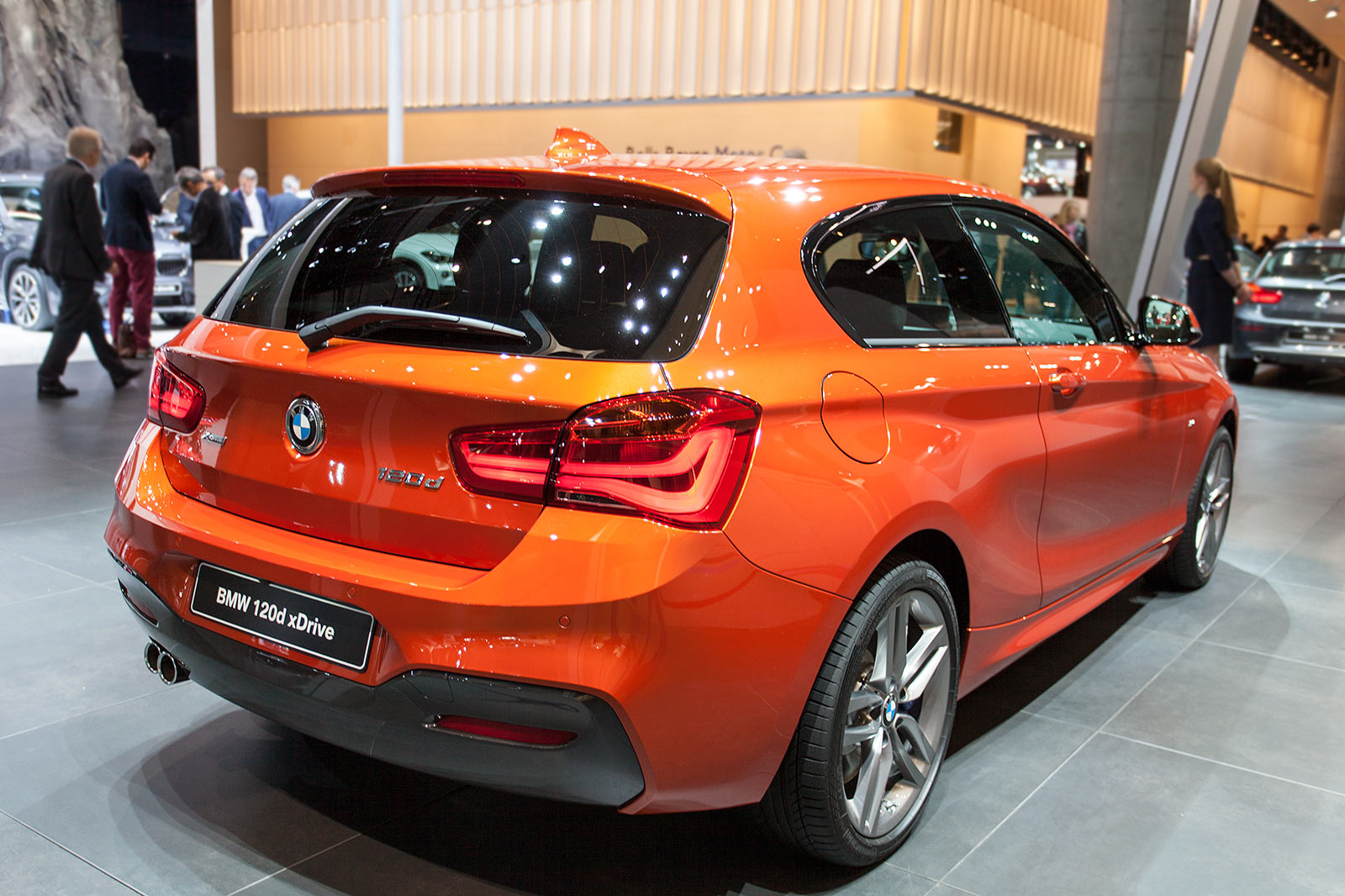 foto bmw 120d xdrive mit bmw m paket modell f21 facelift 2015 vergr ert. Black Bedroom Furniture Sets. Home Design Ideas