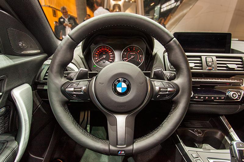 BMW 120d xDrive mit BMW M Paket (Modell F21, Facelift 2015), Cockpit