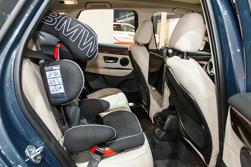 BMW 216d Active Tourer, Fond mit orig. BMW Kindersitz