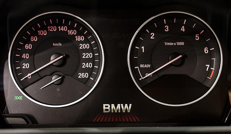 BMW 228i Coupé, Tacho-Instrumente
