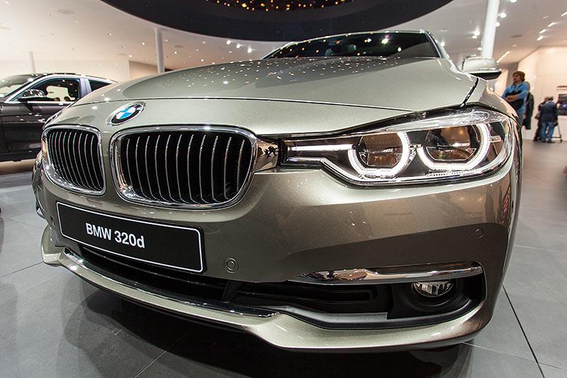 BMW 320d Touring, nach dem Facelift mit neu gestalteten Scheinwerfern