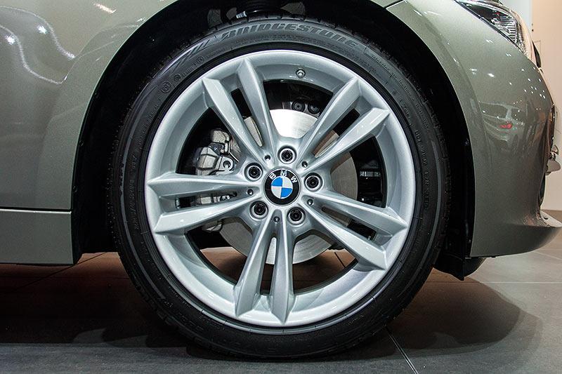 BMW 320d Touring auf 18 Zoll BMW Alurädern