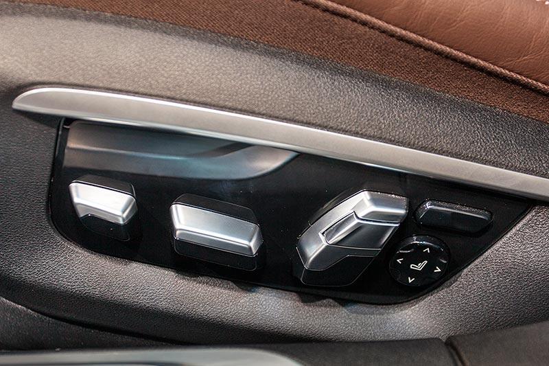 BMW 730d xDrive mit M Sportpaket, Sitverstellung am Sitz