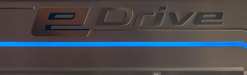 BMW 740Le mit PlugIn-Hybrid, beleuchtete Einstiegsleiste mit eDrive Schriftzug