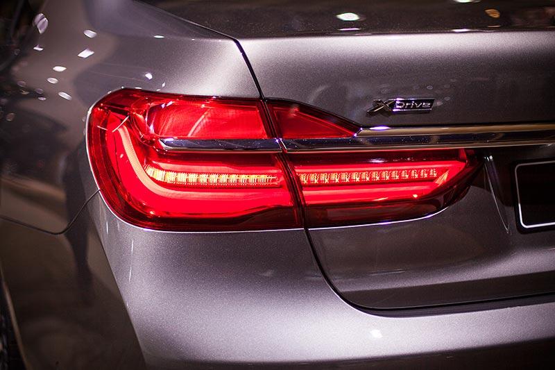 BMW 750Li xDrive, Rücklicht mit aktiviertem Bremslicht