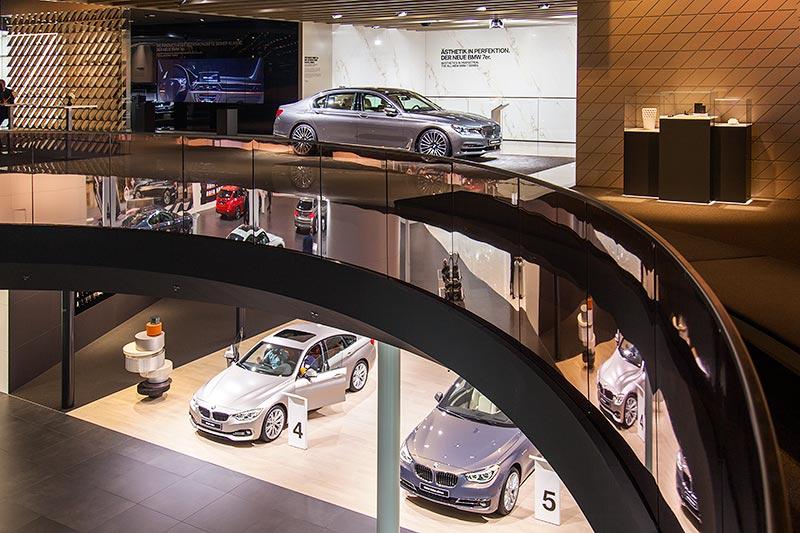 BMW 7er Präsentation auf zweiter Ebene des BMW-Messestandes, IAA 2015