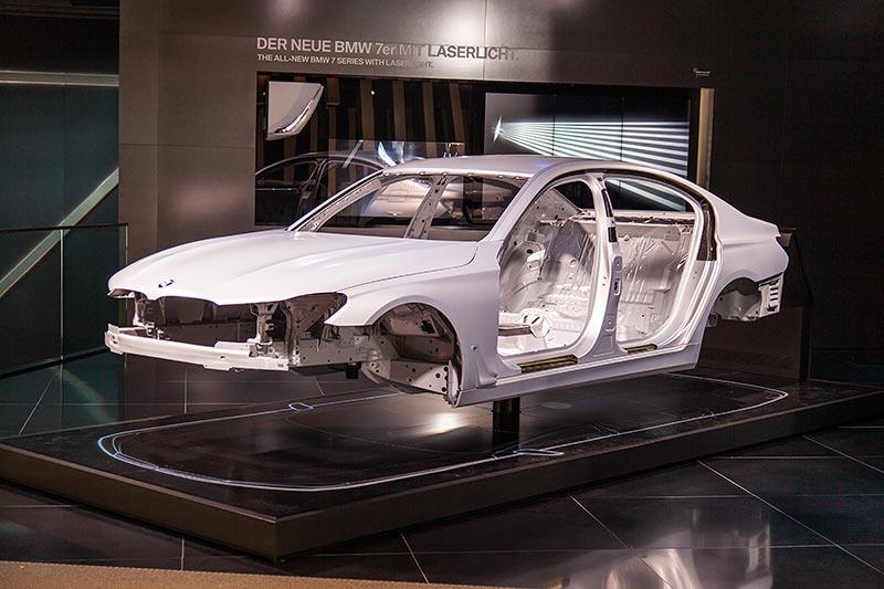 BMW 7er, Karosserie. Materialmix aus Stahl, Alu, Magnesium und Carbon.
