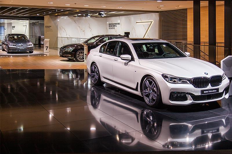 BMW 7er-Ausstellung auf erster Ebene, BMW Messestand, IAA 2015.