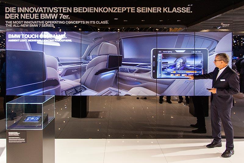 Vorführung u. a. des neuen Touch Command im 7er, BMW Messestand, IAA 2015
