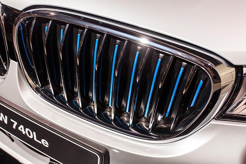 BMW 740Le mit PlugIn-Hybrid, BMW Niere mit blauen Nierenstäben