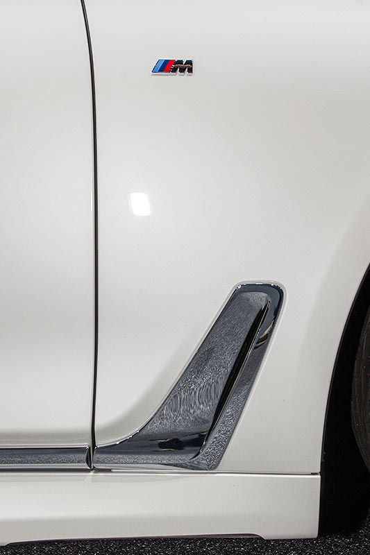 BMW 730d xDrive mit M Sportpaket, seitlicher Airbreather und M Logo