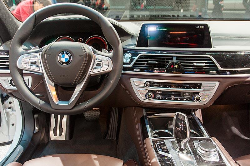 BMW 730d xDrive mit M Sportpaket, Cockpit