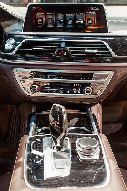 BMW 730d xDrive mit M Sportpaket, Mittelkonsole