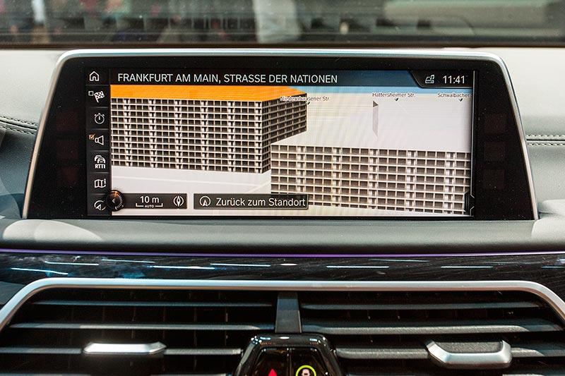 BMW 730d xDrive mit M Sportpaket, freistehender Bordmonitor, neu mit Touch-Screen