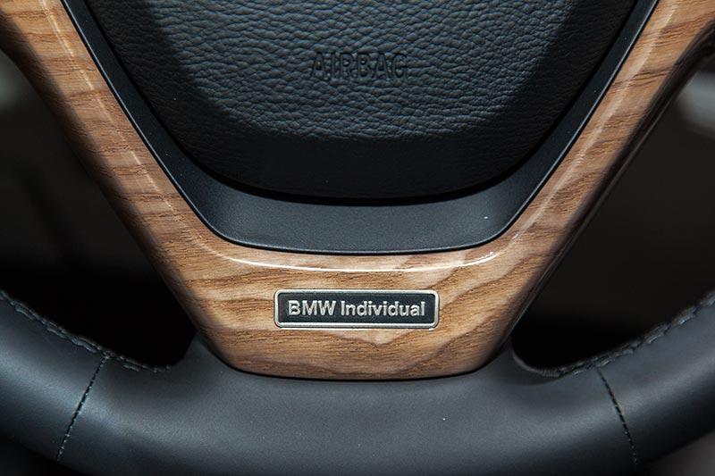 BMW Individual Schriftzug im BMW Individual Lenkrad