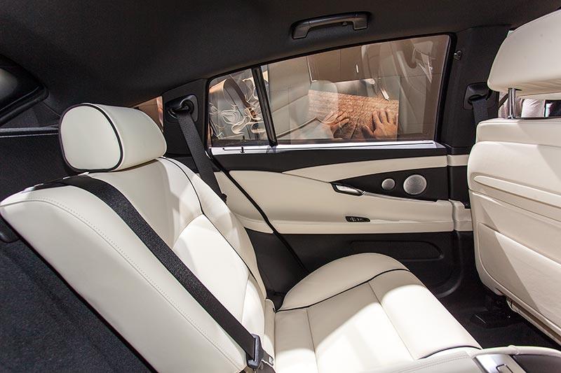 BMW 535d xDrive Gran Turismo Individual, viel Platz im Fond mit einzeln verstellbaren Sitzen