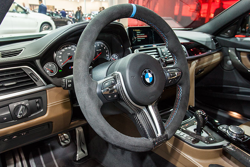 BMW M3, Cockpit mit BMW M Performance Lenkrad in Alcantara