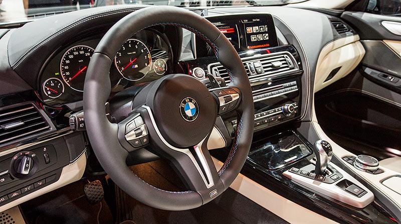 BMW M6 Gran Coupé, Cockpit, Individual Volllederausstattung Merino Feinnarbe Platin/Schwarz
