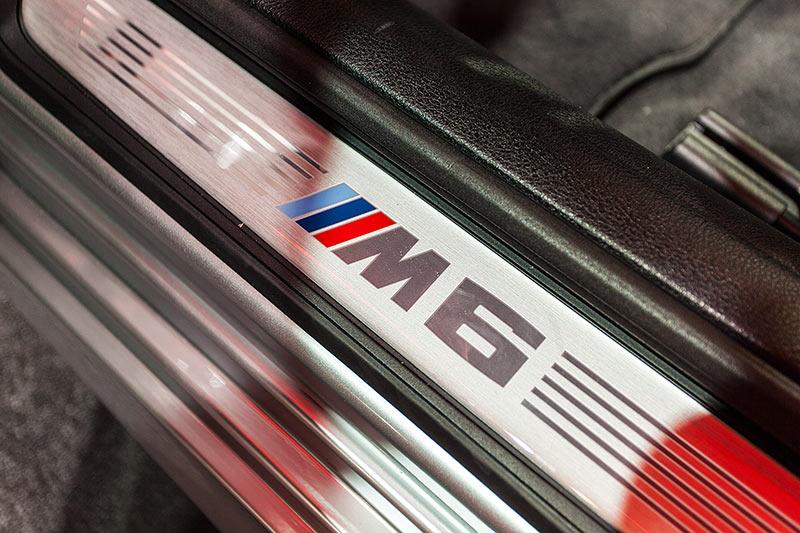 BMW M6 Gran Coupé, Einstiegsleiste mit M6 Logo