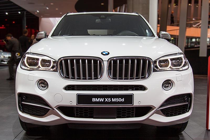 IAA 2015: BMW X5 M50d mit Tri-Turbo Dieselmotor